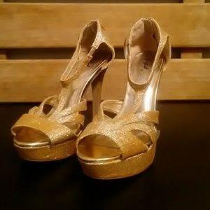 Qupid Gold Metallic Heels Size 7